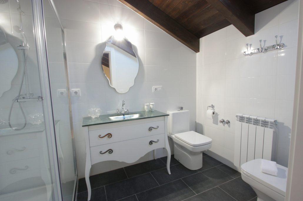 Cuarto baño buhardilla